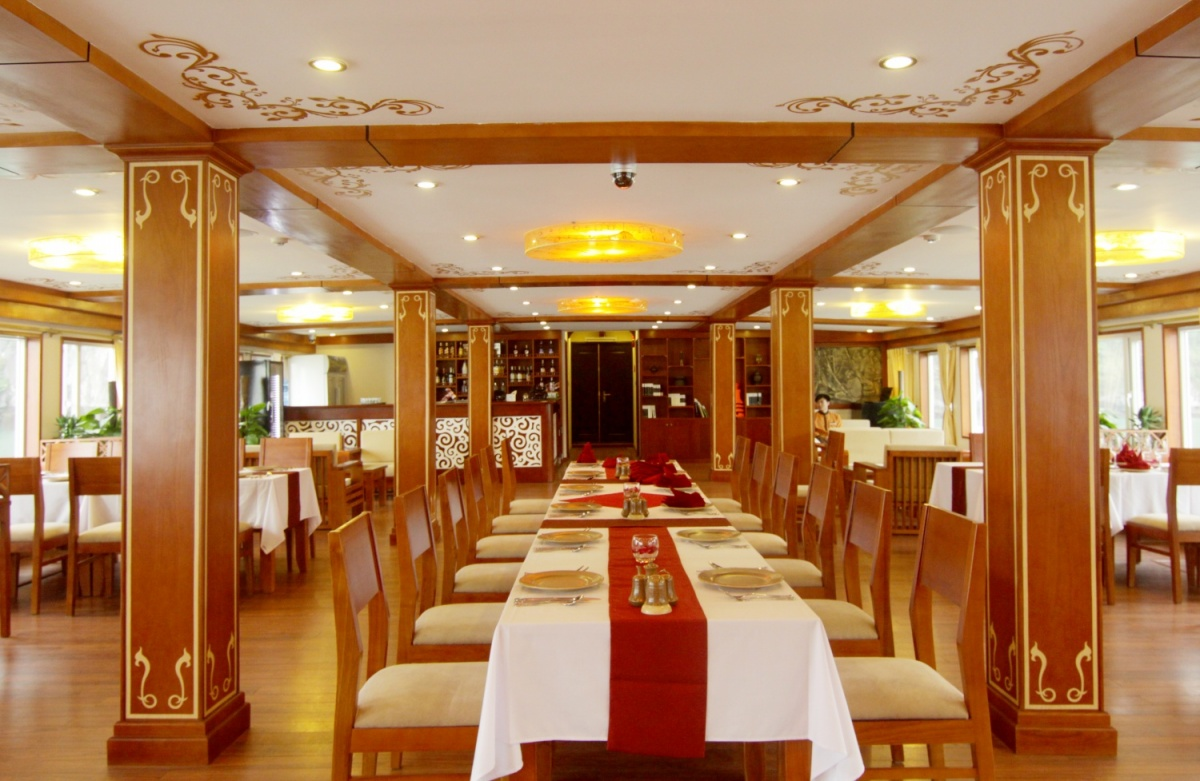 Romantic dinner inside cave in Bai Tu Long bay & Halong bay by 5* cruise