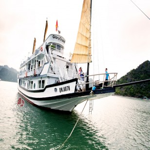 Halong bay discovery with Glory cruise